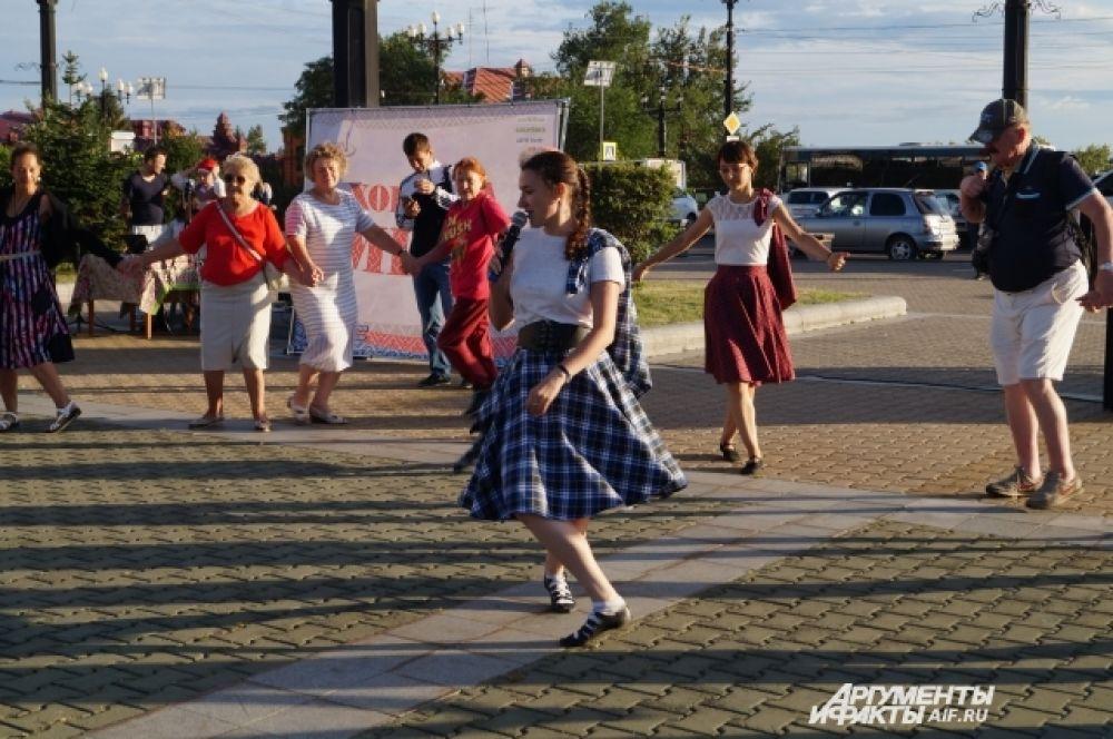 Ведущая предложила включить элементы ирландских и еврейских национальных танцев
