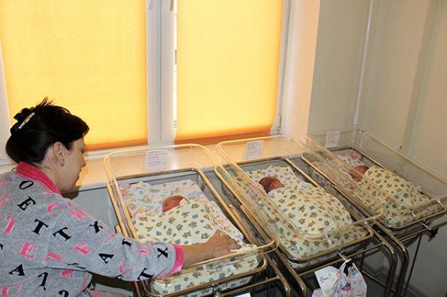 Сейчас новорожденные вместе с мамой находятся в одной палате под постоянным наблюдением специалистов.