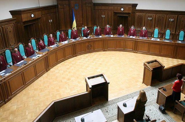 Зеленский не будет влиять на Конституционный суд в вопросе о будущем Рады