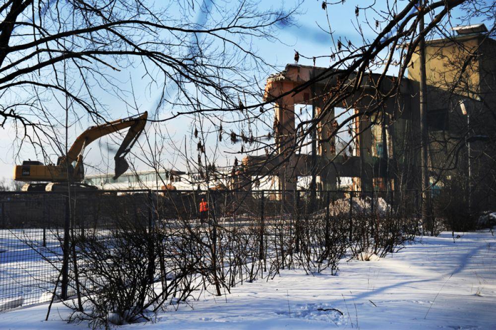 Снос восточной трибуны стадиона «Динамо» в Москве. 2012 год.