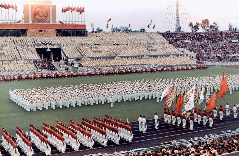 Парад физкультурников на московском стадионе «Динамо». 1954 год.