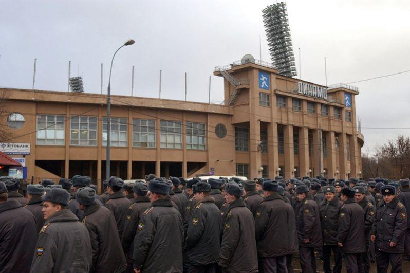 Милиция возле стадиона «Динамо». 2004 год.