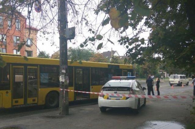 В Киеве мотоциклист решил конфликт с водителем автобуса с помощью пистолета