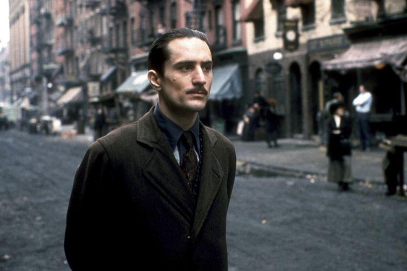 В конце 1973 года он прошел кинопробы на роль молодого Вито Корлеоне в проекте Фрэнсиса Форда Копполы «Крестный отец 2» (1974). Примечательно, что ранее актер пробовался на роли Санни Корлеоне, Майкла Корлеоне и Карло Рицци в первом фильме трилогии. За эту работу Де Ниро удостоился «Оскара» как лучший актер второго плана.