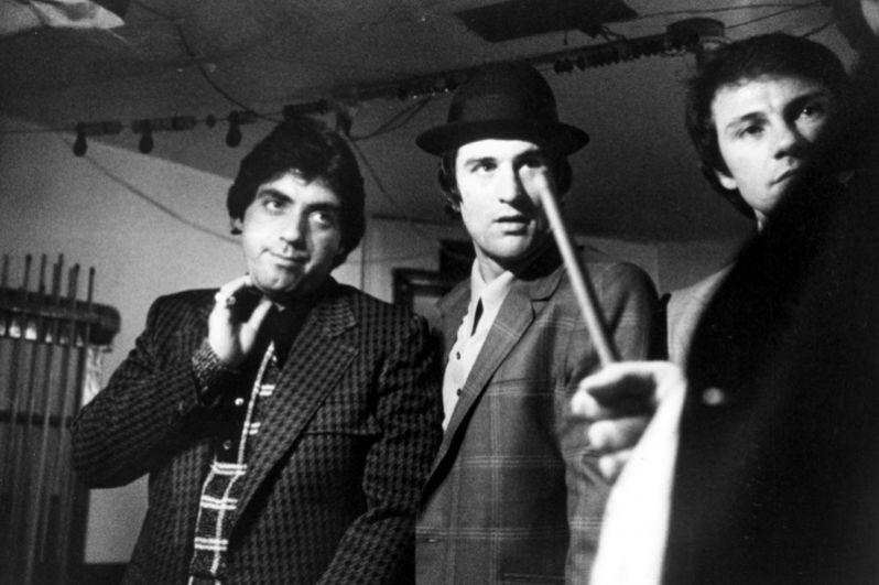 С фильма «Злые улицы» (1973) началось многолетнее сотрудничество актера с Мартином Скорсезе. За роль Джонни Боя Де Ниро получил премию Национального совета кинокритиков США в номинации «лучшая роль второго плана».