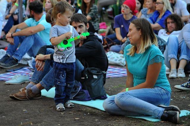 Опыт прошлого года оказался успешным - на концерт в парк на Королёва приходили семьями.
