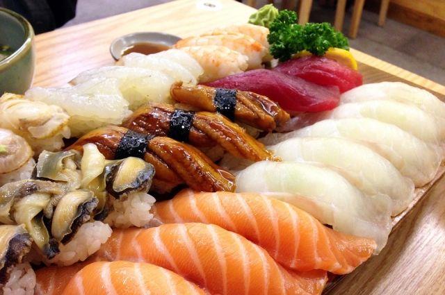 Ночью у доставщика отобрали суши на 1,5 тысячи рублей