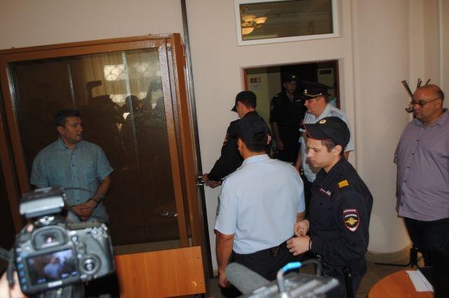 Евгений Арапов заключен под стражу решением Ленинского районного суда г.Оренбурга.