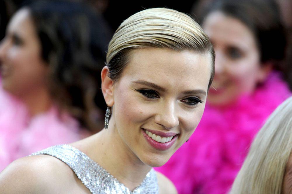 Скарлетт Йоханссон, 1-е место, $40,5 млн. Год назад Йоханссон не попала в десятку самых богатых актрис, но очередные «Мстители: Война бесконечности» и роль Черной вдовы позволили ей вернуться в список Forbes с триумфом. Не исключено, что и в 2019-м актриса заработает достаточно, чтобы сохранить первое место: весной 2019-го ожидаются четвертые, пока безымянные «Мстители», в которых, разумеется, будет и Наташа Романова в исполнении Йоханссон.