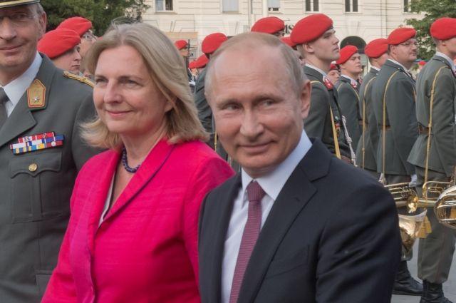 В Австрии прокомментировали приглашение Путина на свадьбу министра