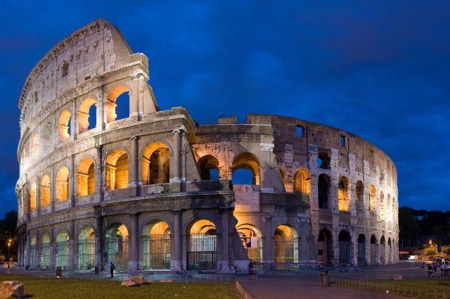 В память о погибших при обрушении моста в Генуе погасят огни Колизея