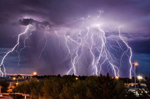 Погода в Украине: в каких областях пройдут грозы с градом и шквалами