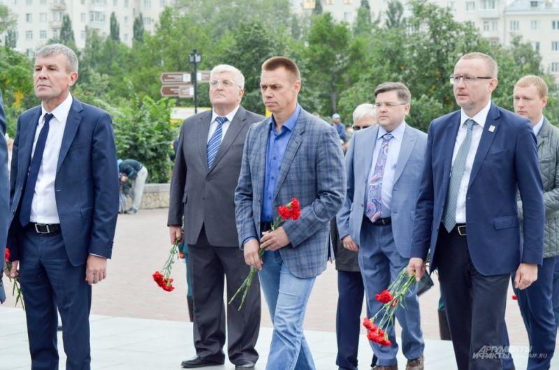Герой России Сергей Воронин (в центре).
