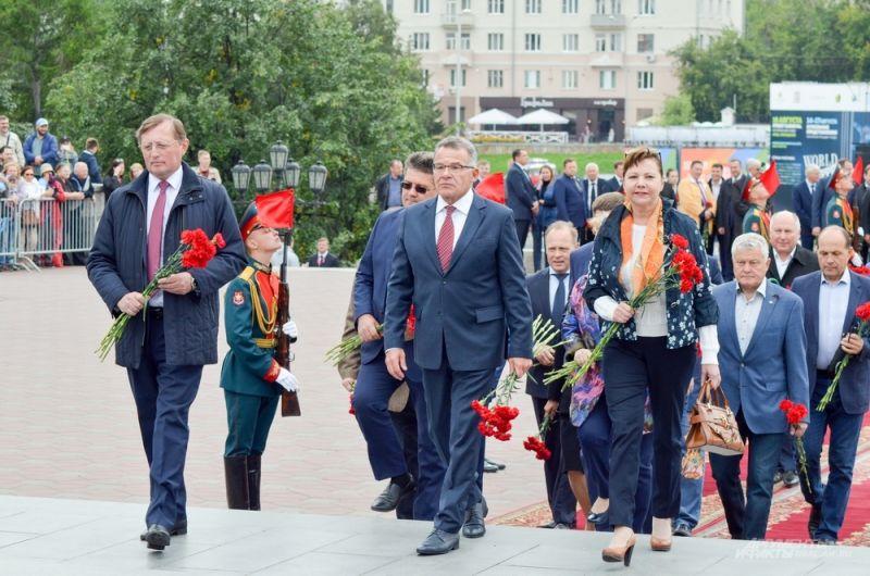 Аппарат правительства и администрации губернатора Свердловской области.