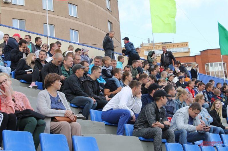 Зрители на открытии соревнований