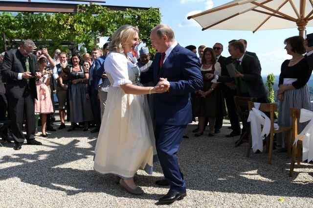 Путин покинул свадебную церемонию главы МИД Австрии - СМИ - Real estate