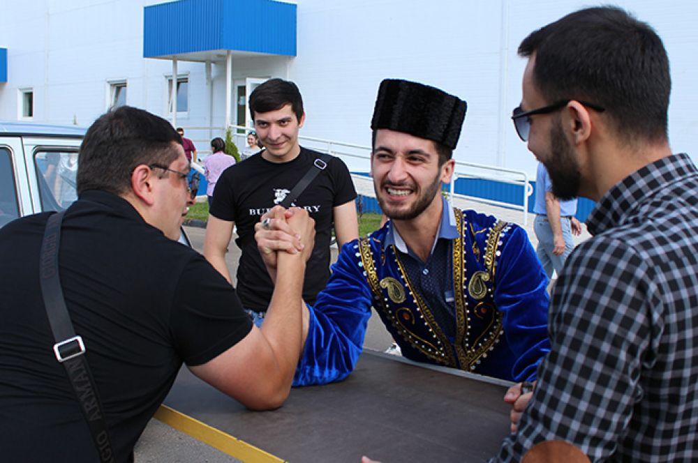 Азербайджанцы готовы помериться силой с гостями