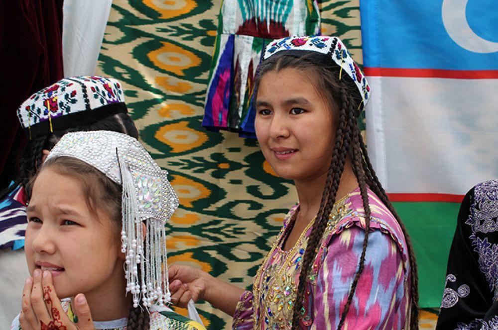Юные представительницы узбекской диаспоры