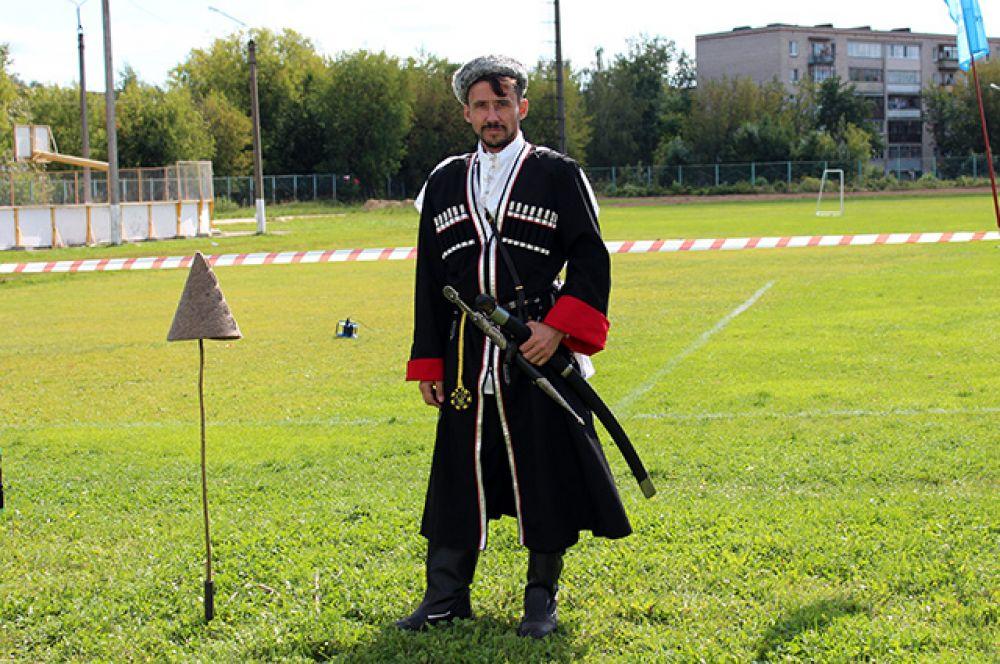 Кубанский казак в национальном костюме