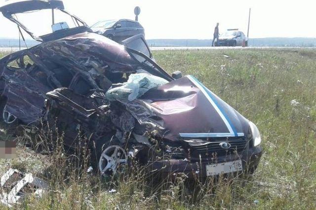 молодой человек доставлен в больницу, девушка, сидевшая рядом с ним, погибла.