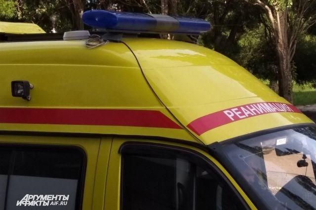 В больницу с травмами увезли обоих водителей и двух пассажиров.