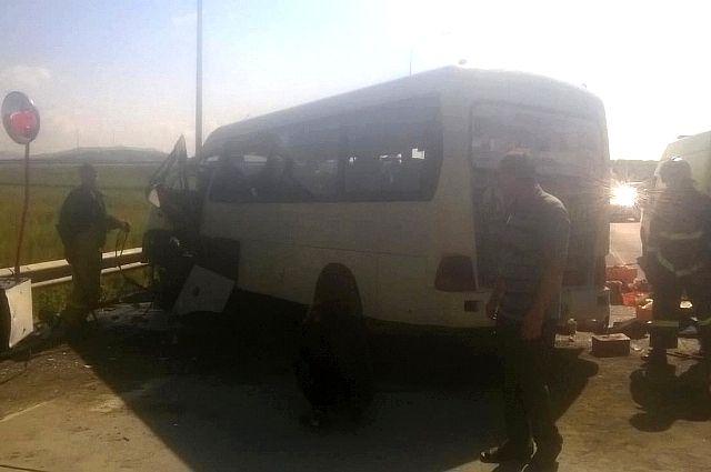 В аварии пострадали девять пассажиров автобуса.