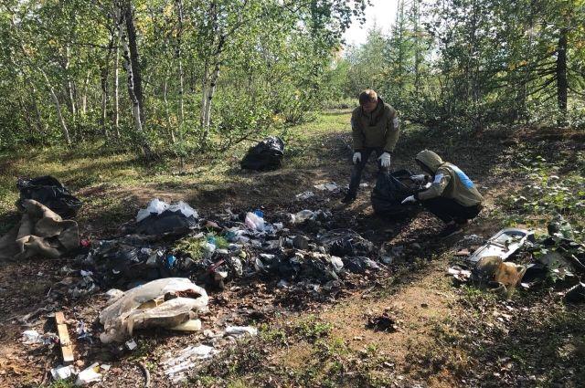 Новоуренгойский экодесант вывез из тундры 32 мешка мусора