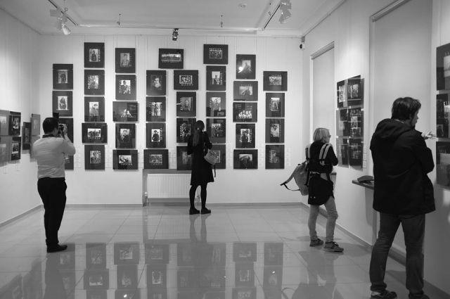 На открытии выставки фестиваля PhotoVisa.