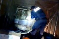 В кузове транспортного средства обнаружена дополнительная стенка, за которой находились куботейнеры.