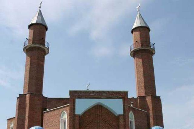 Соборная мечеть Омска завтра станет местом паломничества тысяч мусульман.