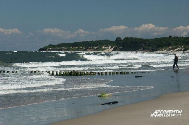 В Балтийском море в 1 километре от берега спасли тонущего мужчину.