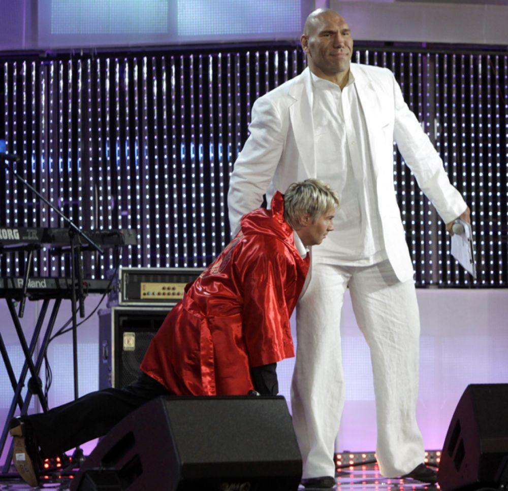 Николай Валуев и певец Николай Басков на международном конкурсе молодых исполнителей популярной музыки «Новая волна», 2009 год.