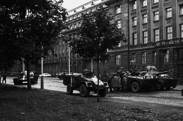 Танки на улицах Праги. 1968 год.