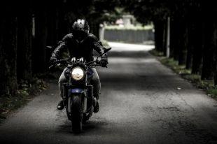 Водитель ВАЗа не пропустил мотоциклиста.