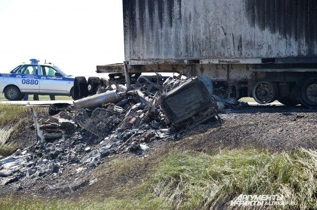 На барнаульской трассе лоб в лоб столкнулись грузовик и
