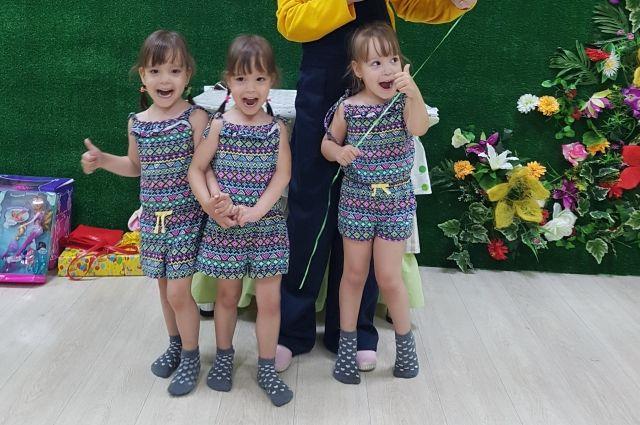 Дети-тройняшки отличаются от сверстников, они более общительные и приспособленные к жизни.