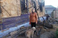 Нина Сергеева возле своего дома на перекрестке улицы Красных Зорь и переулка 7 Февраля.