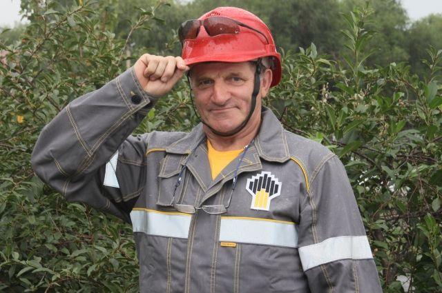 Оператор по добыче нефти и газа ЦДНГ-1 Владимир Бугаков четверть века трудится на Покровке.