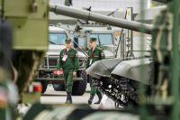 Военнослужащие на выставке «Армия России – завтра» в рамках IV Международного военно-технического форума «Армия-2018» в Кубинке.