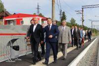 Сергей Цивилев посетил станцию Чугунаш вместе с  начальником Западно-Сибирской железной дороги Александром Грицаем.
