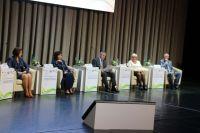 Александр Моор принял участие в заседании медицинского форума