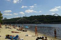 Киевлянам посоветовали не купаться на столичных пляжах
