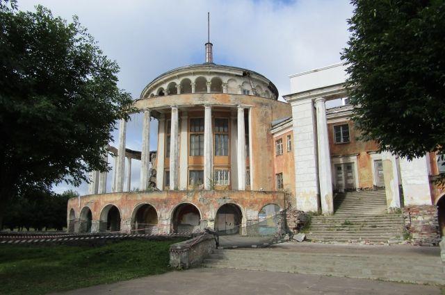 Речной вокзал - объект культурного наследия.