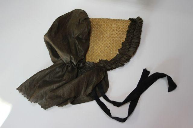 Большая часть экспонатов выставки - предметы женского гардероба.