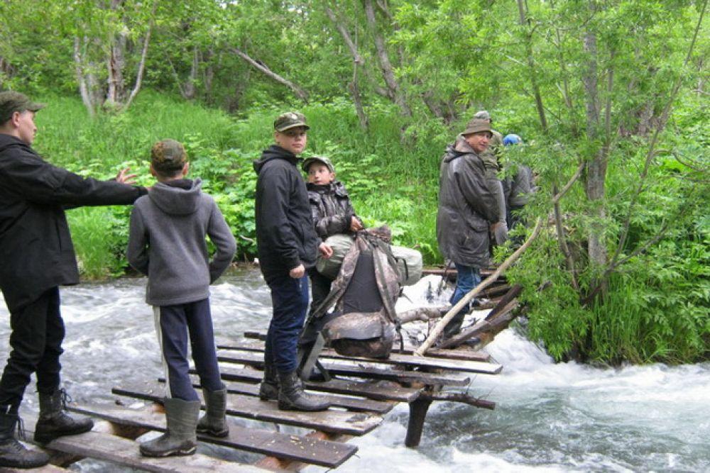 Переправа по размытому мосту.
