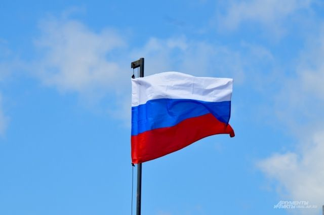 Над Мостом влюбленных установят флаг РФ