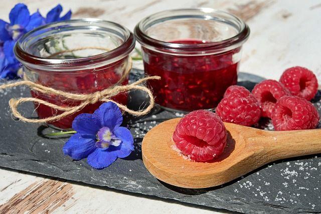 Из малины можно приготовить много вкусных рецептов.