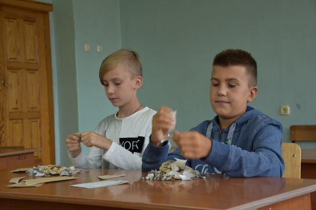 Занятие школьников по начальному техническому творчеству