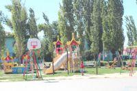В Старой Полтавке появился вот такой уютный детский городок.