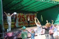 Зажигают воспитанники вокальной студии «Lesson Art» и ведущая от «АиФ» Светлана Мельниченко.